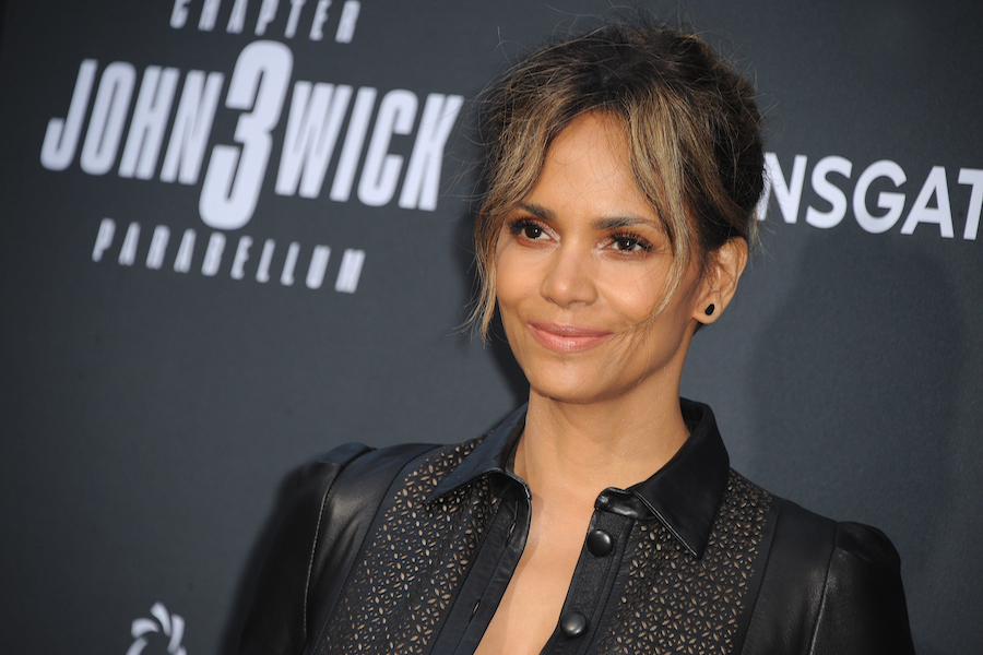 Halle Berry to Star in 'The Mothership' for Netflix